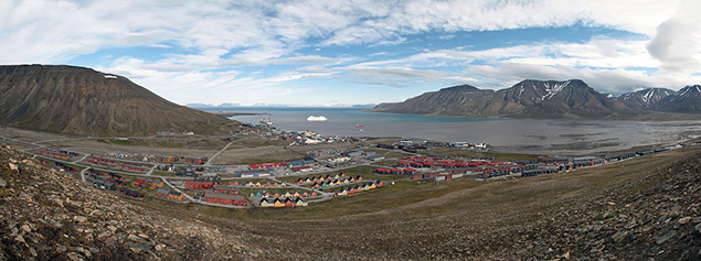 Longyearbyen in July with the snow gone. Image courtesy of Wikipedia.